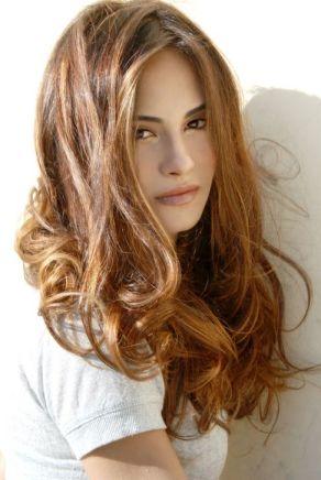 прически 2012,модерни прически,дамски прически, прически за дълга коса,прически на пластове,къдрава коса
